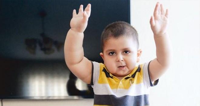 2.5 yaşındaki Can'ın sağ tarafı solundan daha hızlı büyüyor
