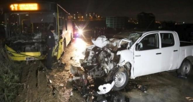 Bursa'da belediye otobüsü ile otomobil çarpıştı; ölü ve yaralılar var