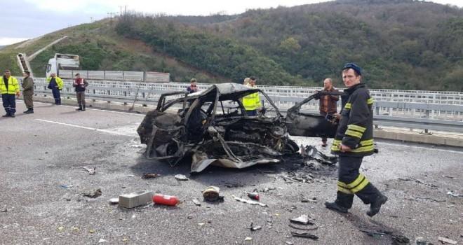 Otobanda feci kaza! 2 kişi yanarak öldü