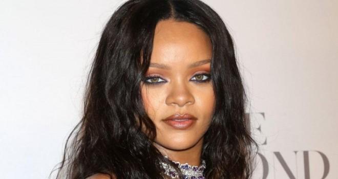 Rihanna'dan çok konuşulacak 'çarşaflı' paylaşım