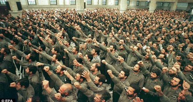 İran ABD'ye resti çekti: ''Tüm seçenekler masada olur''