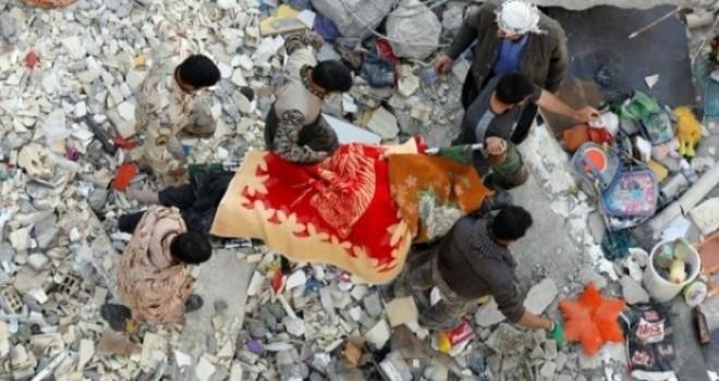 İran Cumhurbaşkanı Ruhani deprem bölgesinde sordu: Bu yıkımın sorumlusu kim?