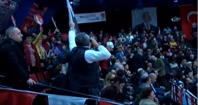 CHP Kongresinde kavga! Salon bir anda karıştı