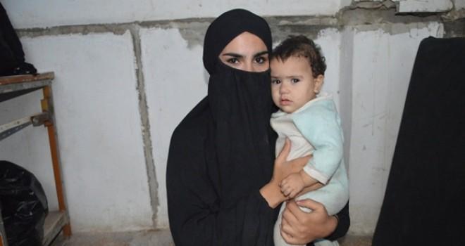 Rakka'da teslim olan IŞİD'linin eşi: Eşimi insan kesme videolarıyla kandırdılar