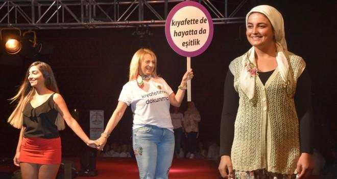 Kadına şiddet, 'Karışamazsınız' etkinliği ile protesto edildi