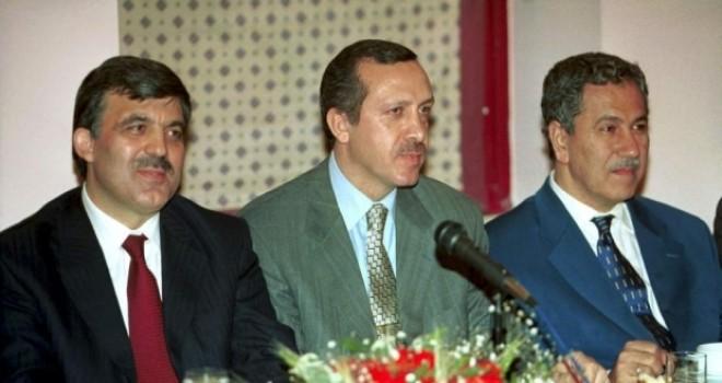 AKP 16 yıllık hikâyesini anlattı; Gül, Davutoğlu ve Arınç kaç kareye girdi?