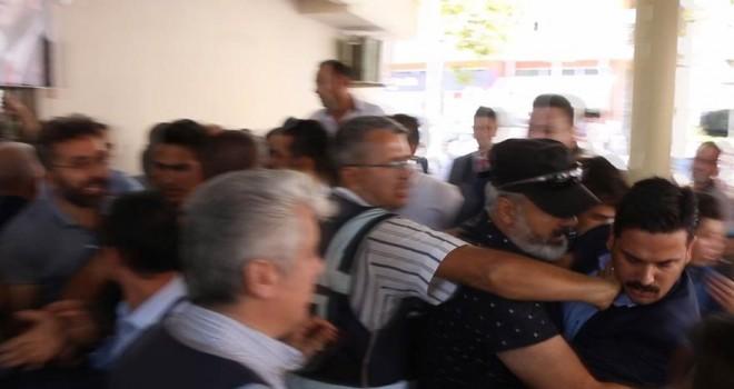 AKP'li Belediye başkanı, AKP'li vekili hedef aldı, kongre karıştı