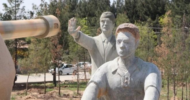 Star yazarı: Erdoğan heykelleri güzel olsa kabul mü edilecekti; bu yağcılık ve yalakalığı Tayyip Bey engelleyebilir