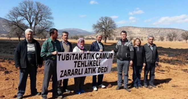 İmecik Köyü'ndeki tarlalara 'bilerek' atık döktüler, olaylar bizim dışımızda gelişti dediler!