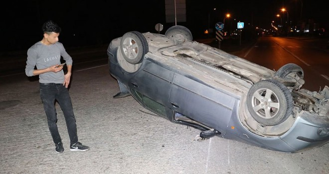 Ehliyetsiz sürücü takla attığı araçtan burnu kanamadan çıktı