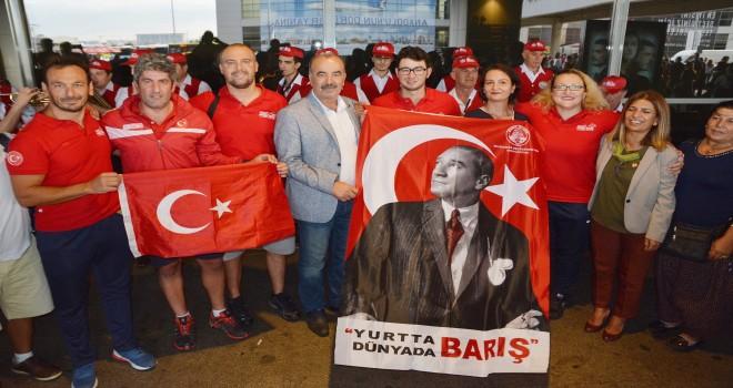 Mudanya'lı Yüzücülere Hava limanında Coşkulu Karşılama