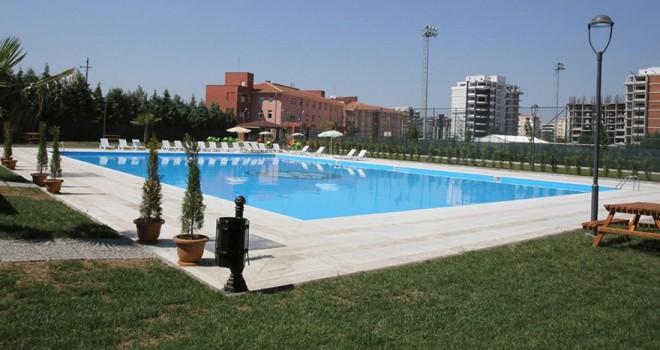 Zeytinburnu Belediyesi açık havuzları yasakladı