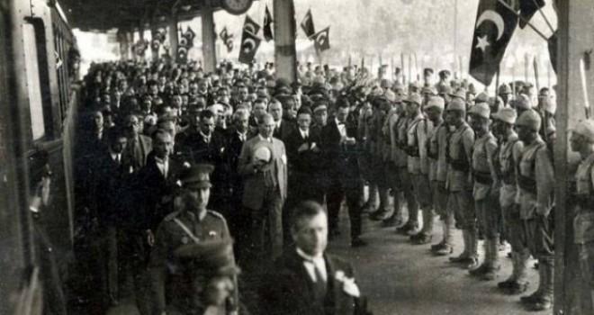 Atatürk'ün ismi yenilenen sosyal bilgiler müfredatında sadece 1 cümlede geçiyor!