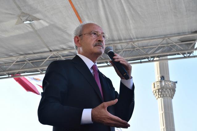 Cumhuriyet Halk Partisi Genel Başkanı Kemal Kılıçdaroğlu, Honaz Belediyesini ziyaret etti. Ziyaret Sonrası halkla buluştu.