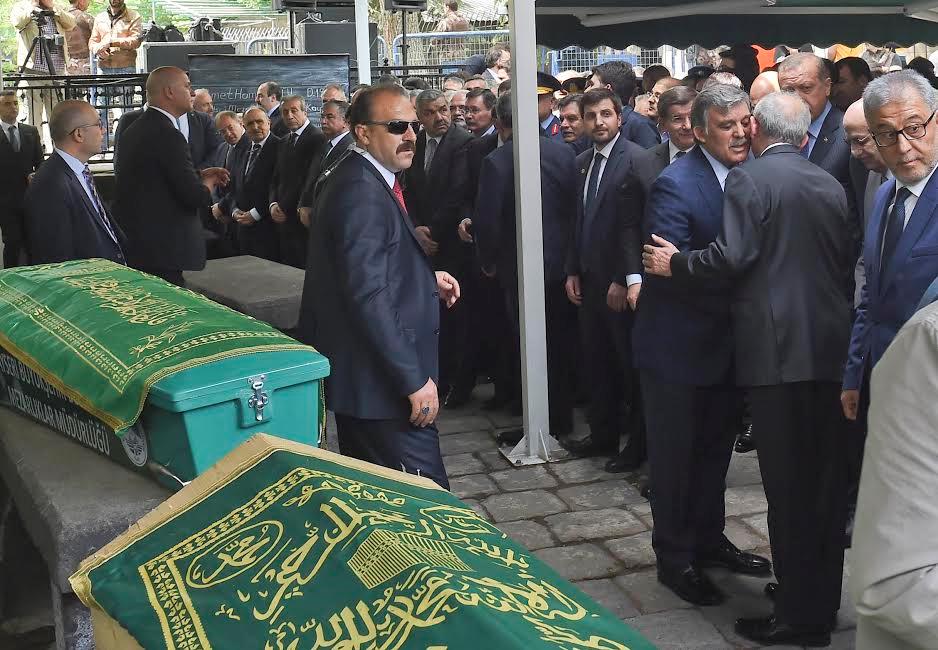 Kılıçdaroğlu Abdullah Gül'ü Babasının Cenazesine Katıldı