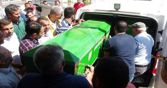 Otomobille çarpışan taksideki baba ile 2 oğlu öldü