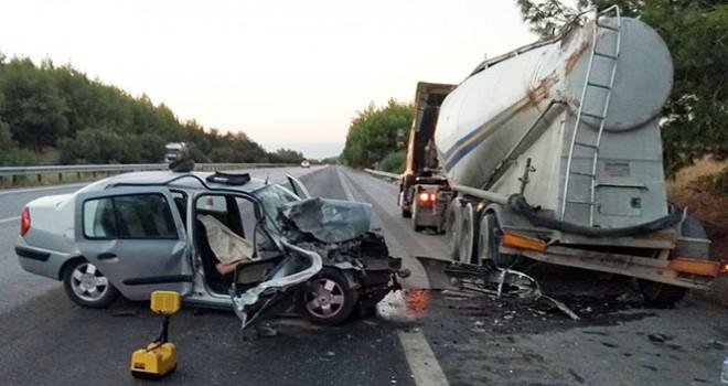 Kaza yapan otomobilden düşen davetiye yürekleri dağladı