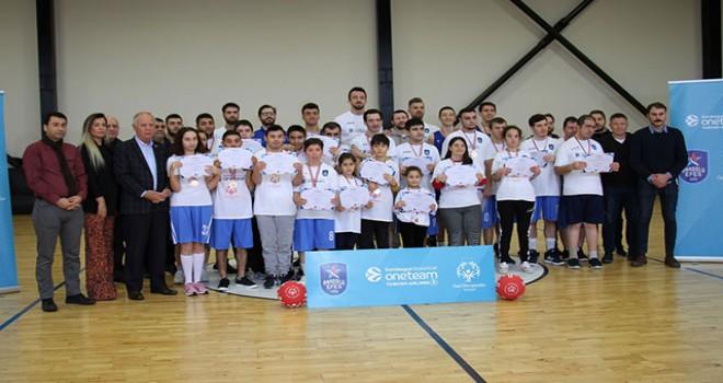 Sertaç Şanlı: Basketbol aracılığı ile özel sporcularla iletişim kurmak önemli