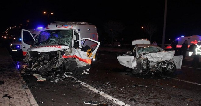 Kayseri'de ambulans ile otomobil çarpıştı: 5 ölü 2 yaralı