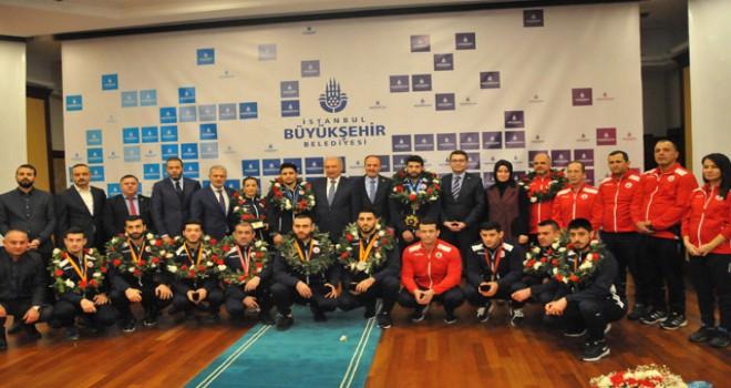 İBB, Dünya Şampiyonlarını ödüllendirdi