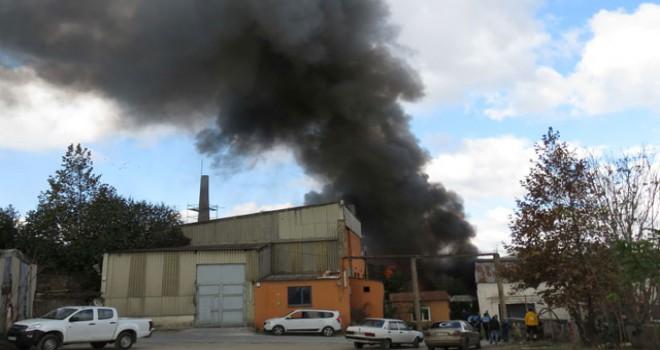 Kartal'da fabrika yanıyor