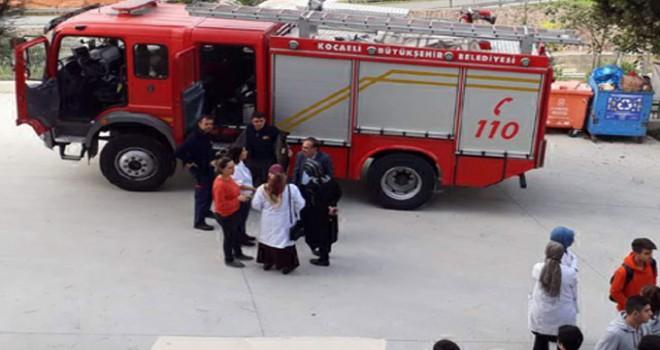 Okulda lavaboya dökülen kimyasal maddeler patladı: 1 yaralı