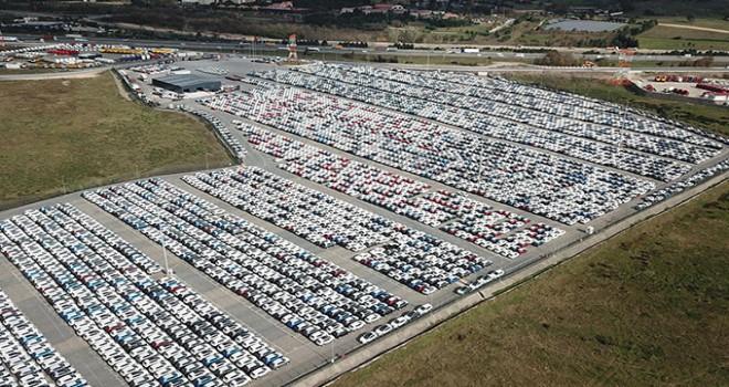 Gümrüklerde bekleyen binlerce araç havadan görüntülendi