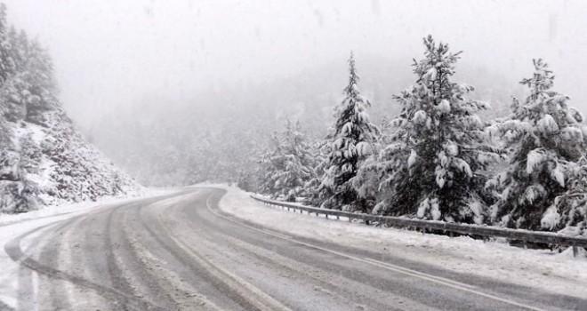 Kar, Antalya - Konya karayolunda aksamalara neden oldu