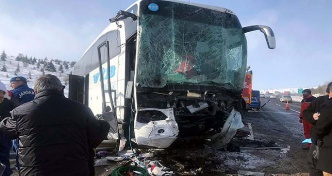 Ankara'da yolcu otobüsü TIR'a çarptı: 1 ölü, 8 yaralı