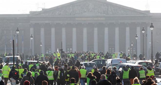 Fransa'da Sarı Yelekler 8. haftada yine sokaklarda