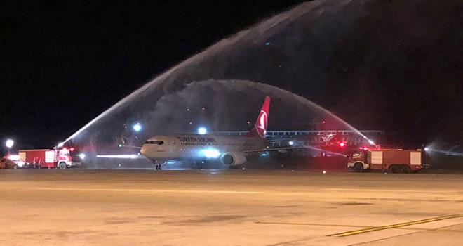 İstanbul Havalimanı'ndan ilk yurt dışı seferine su takıyla karşılama