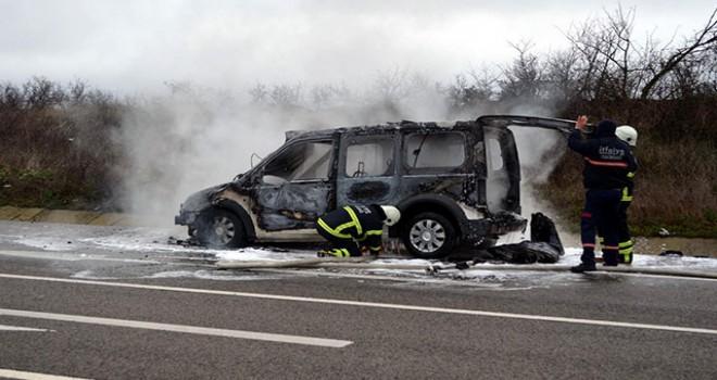 Tugay Komutanlığı'na ait hafif ticari araç yandı