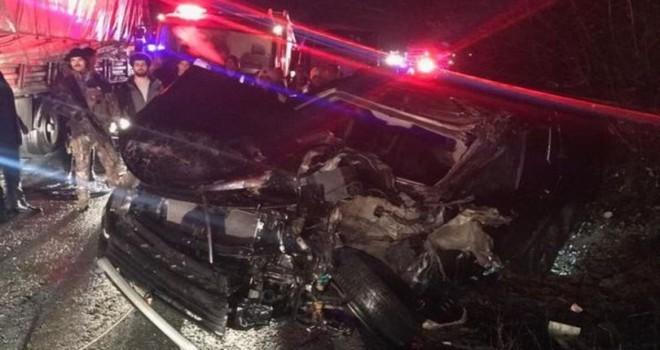 TIR ile özel harekat polislerini taşıyan minibüs çarpıştı: Yaralılar var