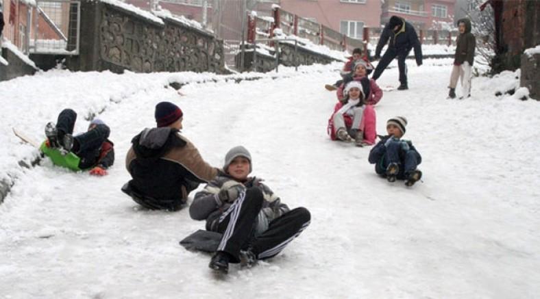 Bingöl Haberleri: Bingölün 4 ilçesinde okullara kar tatili