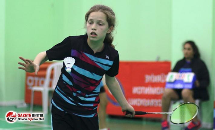 15 Yaş Altı Türkiye Badminton Şampiyonası sürüyor