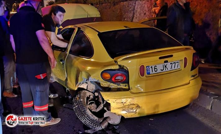 Park halindeki otomobile çarptı: 5 yaralı