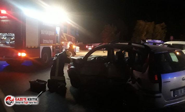 Denizli'de 2 otomobil çarpıştı; 4'ü çocuk, 11 yaralı