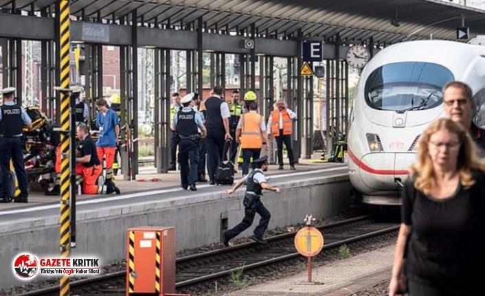 Frankfurt'ta bir erkek, istasyonda bekleyen anne ve çocuğu hızlı trenin önüne itti