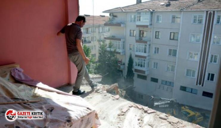 Duvarsız yaşadıkları yan bina yıkılınca ortaya çıktı