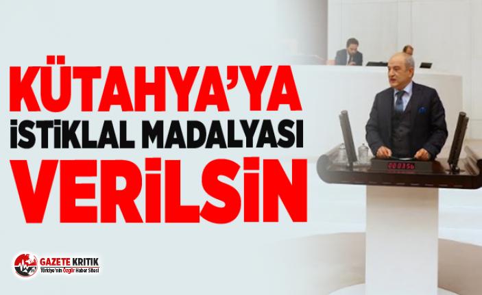 """ALİ FAZIL KASAP: """"TÜRKİYE CUMHURİYETİ'NİN TEMELLERİNİN ATILDIĞI KÜTAHYA'YA İSTİKLAL MADALYASI VERİLSİN"""""""
