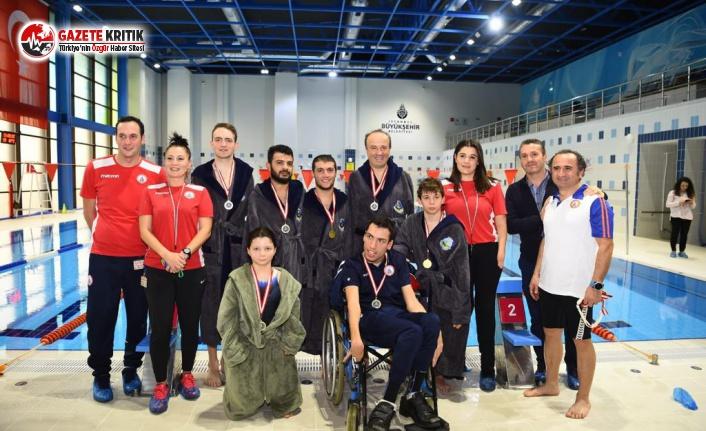 Başkan Hançerli Engelli Sporcularla Yüzdü