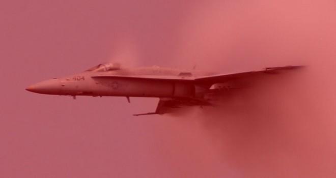 Rusya'da savaş uçağı inişi sırasında kaza yaptı