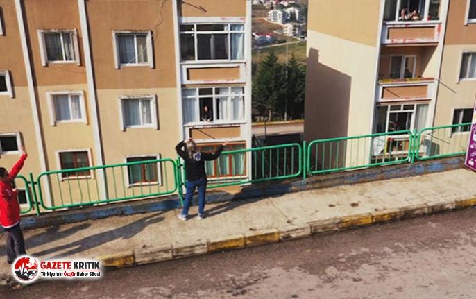 Belediyeye 'canım sıkıldı' diye mesaj attı, gelen görevliler megafonla spor yaptırdı