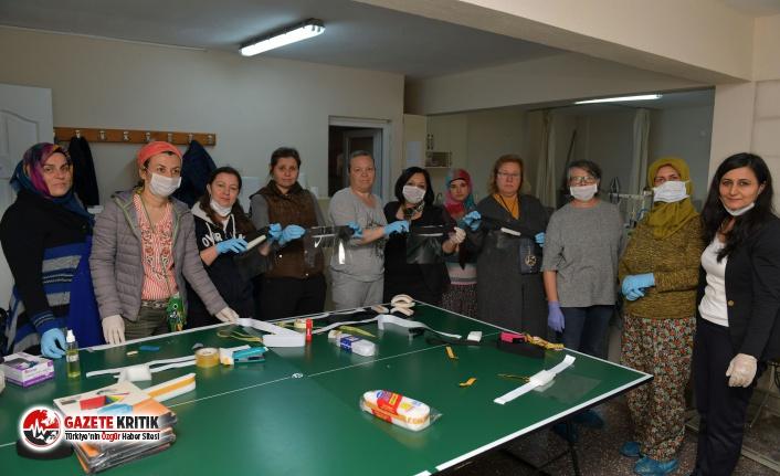 Doktorların yüz siperliği Çiğli Belediyesi'nden