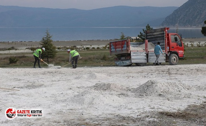 Tahrip edilen Salda Gölü'ne kumlar geri taşınıyor