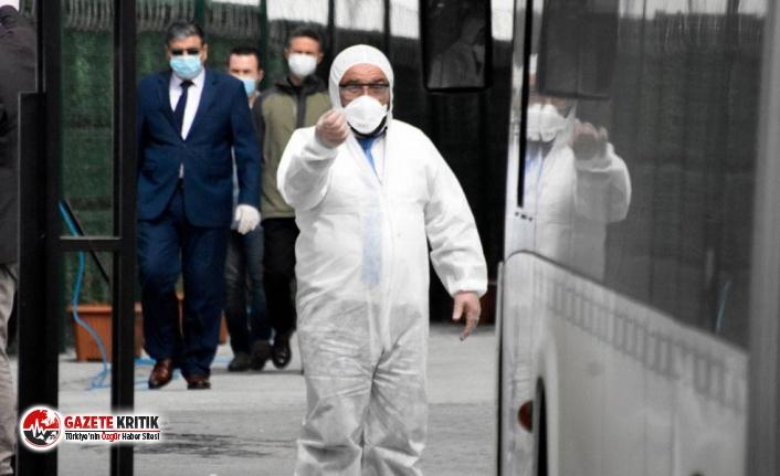 Umrecilerin yurdundaki  güvenlik amirinde koronavirüs çıktı