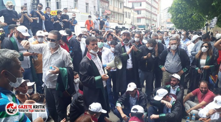 Adana'da çoklu baro sistemine karşı eylem yapan avukatlara polis biber gazı sıktı