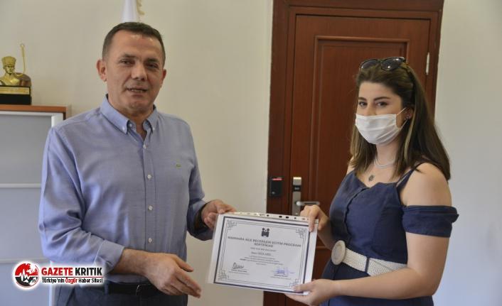 Başkan Özyiğit'ten aile eğitimi mezunlarına sertifika