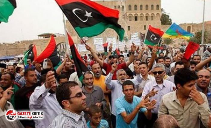 Libya'da halk sokaklara döküldü