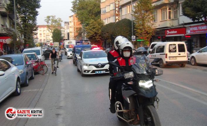 Türkiye'de ilk defa bütün kamu araçları siren çalıp maske ve mesafe uyarısı yaptı